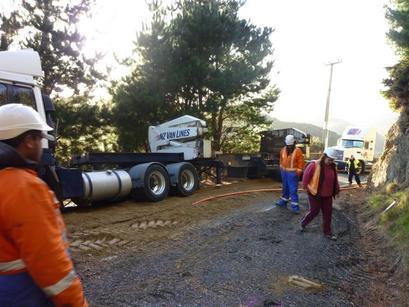 qh-opau-road-truck-stuck.JPG