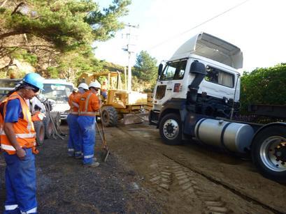 qh-opau-road-truck-tow.JPG