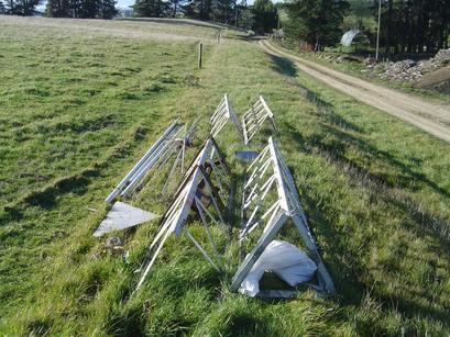 zm2k-10m-mast-dismantled.JPG